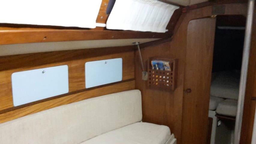 Semplice e comoda barca a vela - Genova  - Hajó