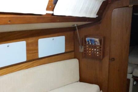 Semplice e comoda barca a vela - Genova  - Boot