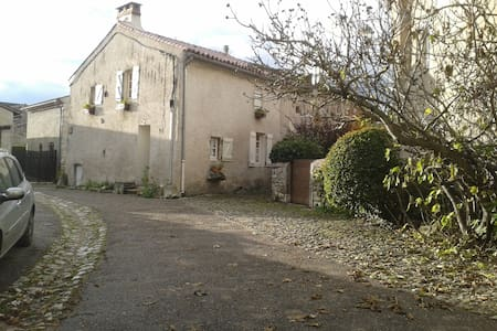 maison de vacances parking herbagé rare à Charroux - Charroux - Ház