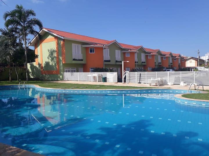 Casa  Ar Condicionado - Condomínio próximo ao mar