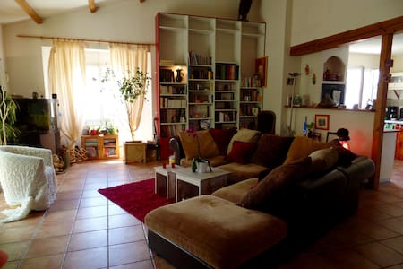 """Chambre""""Lou"""" dans grange rénovée - Landeronde - Casa"""