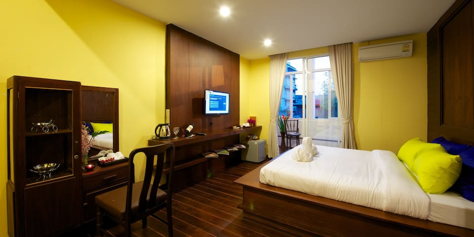 Sabye Bangkok Deluxe King bed Room