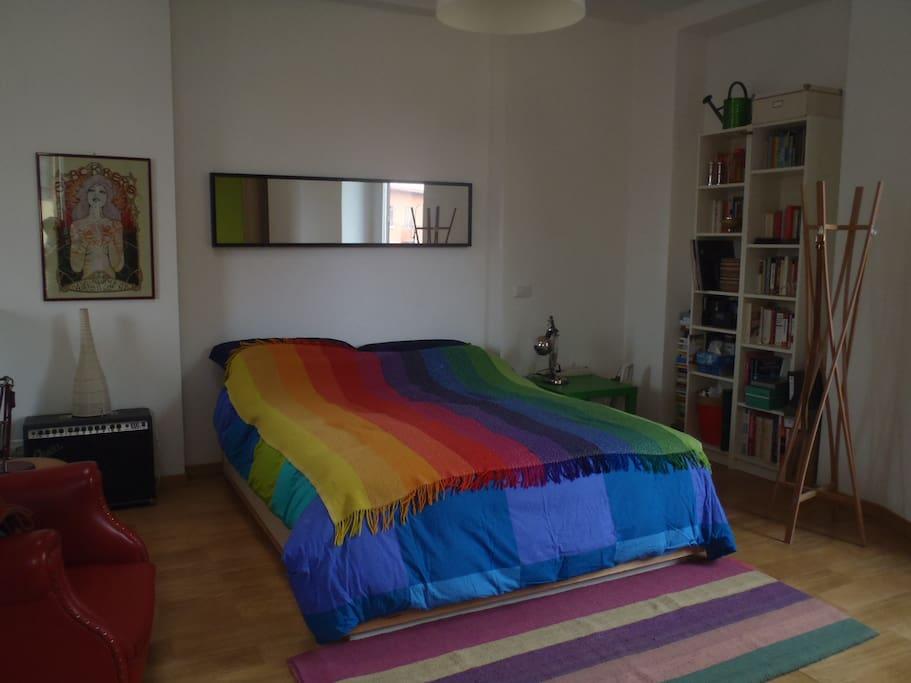 Spaziosissima e  luminosa camera da letto al primo piano