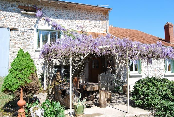 Gite 120m2 en pleine nature. 5 pers - Montagny-sur-Grosne - บ้าน