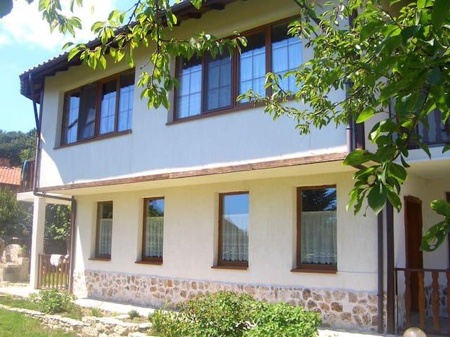 Apartments on a villa, Golden sands - Varna - Dům