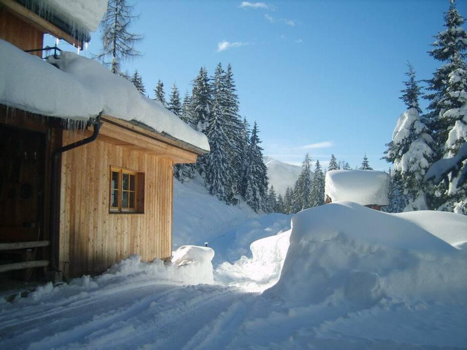 De zijkant van de MandlWand Lodge.