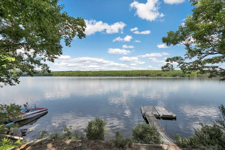 Lovely, large, relaxing, 3 bedroom lakefront home.