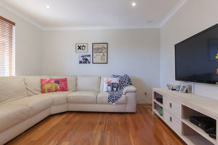 Modern home near Fremantle / beach - Spearwood