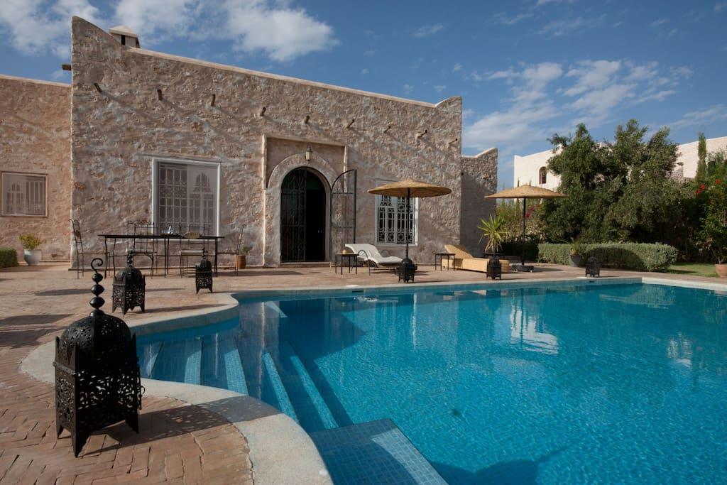 Piscine, terrasse et Riad...