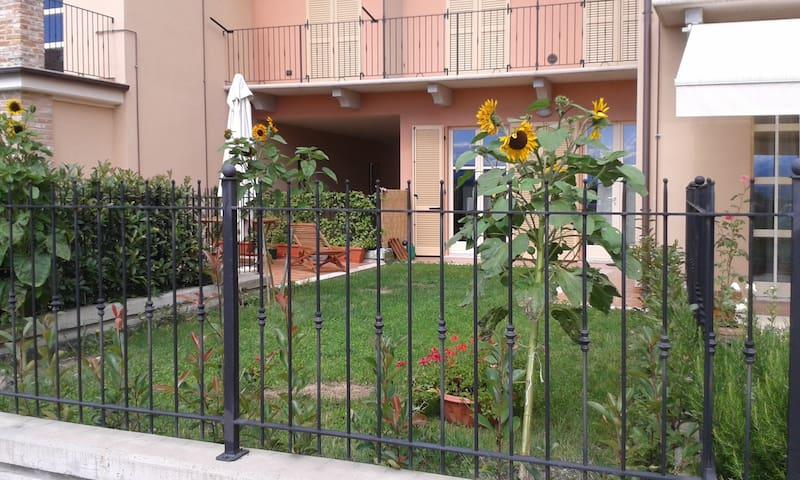 Intimo ed elegante, con giardino
