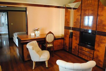 Dimora ottocentesca centro storico4 - Agliano - Bed & Breakfast