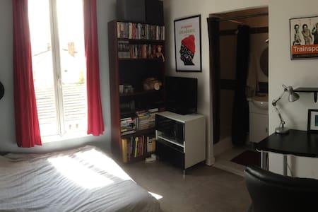 Calm room near Paris/Chambre calme proche Paris - Villejuif