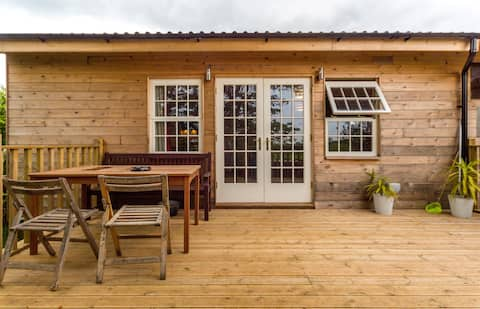 Deluxe chalet with HOT TUB & SAUNA. Kid friendly.