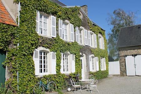 Maison de maître proche de la mer - Canville-la-Rocque - Casa