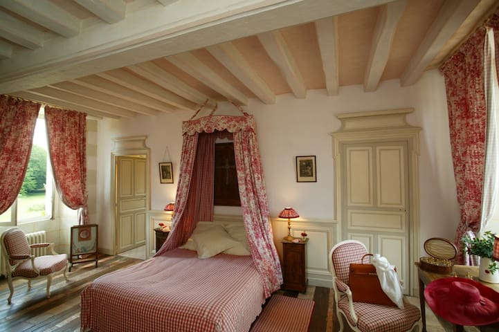 Sleep in the castle of Chambiers - Durtal
