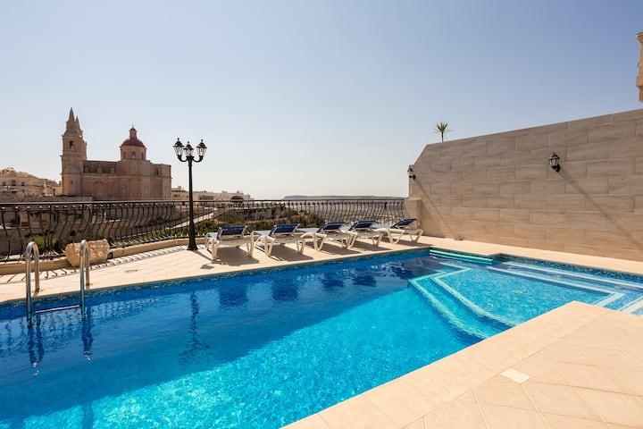 Beathtaking Sea Views & Pool! 2-bed Flat