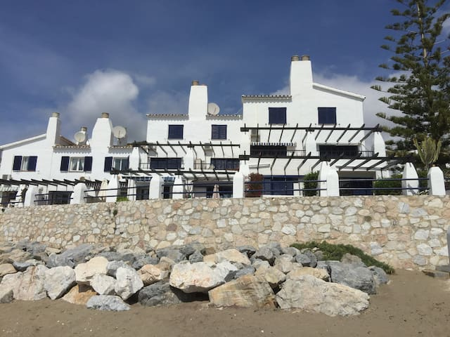 Spacious Apartment by the Beach - Sitio de calahonda - Leilighet