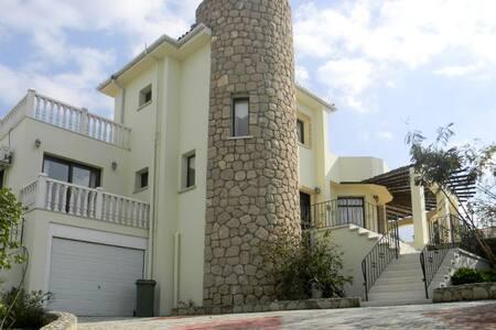 3 bedroom Villa SV17 - Esentepe