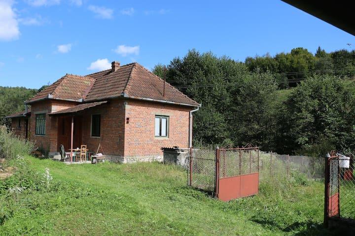 Rustic countryside house - Ilteu - บ้าน