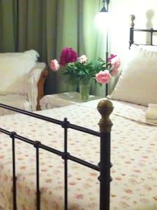 Romantic room+ensuite,designer home - Oud Beijerland