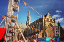 Carnival Fair at the  Grote Markt in summer (250m from the Studio)