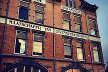 Tweede Hollandsche Maatschappij van Levensverzekeringen (250m from the Studio)