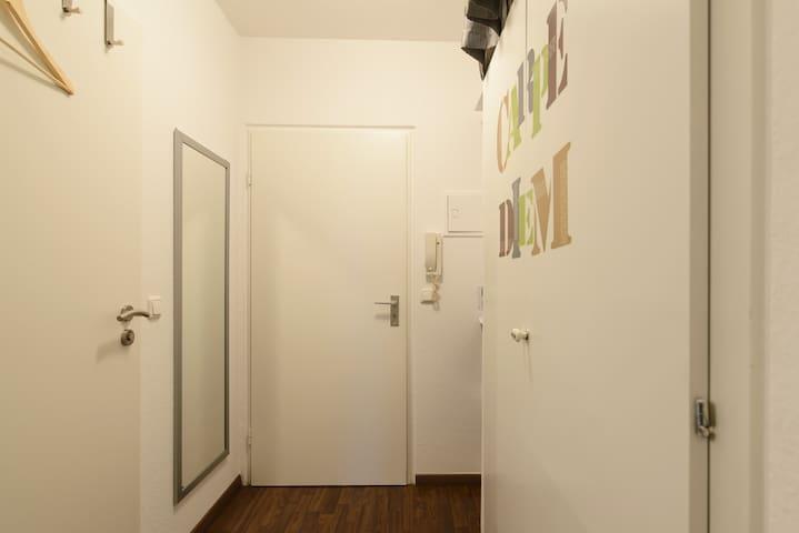 Hereinspaziert / entrance