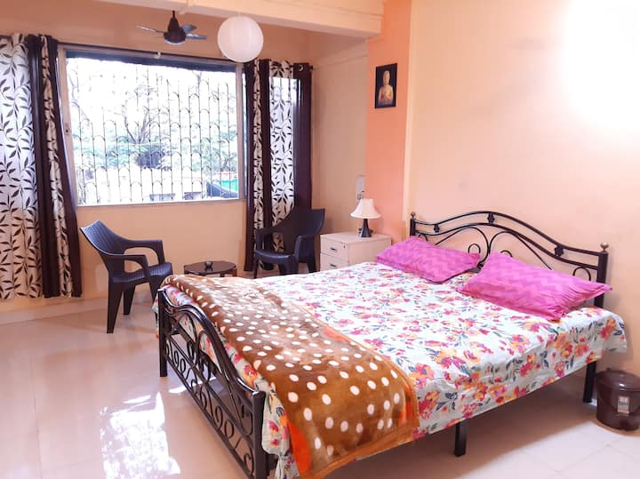 WIFI ,shared kitchen ,private room near osho, kp1