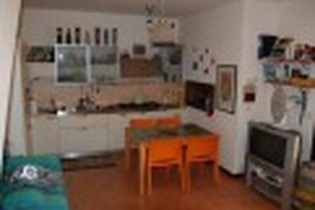 Villetta a schiera vicino al mare - Località Torre di Maremma - Şehir evi