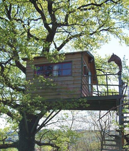 Cabane perchée près de Cluny, Macon - Montagny-sur-Grosne - Treehouse