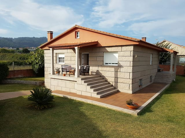 Casa con vistas al mar - Sanxenxo, Galicia, ES - House