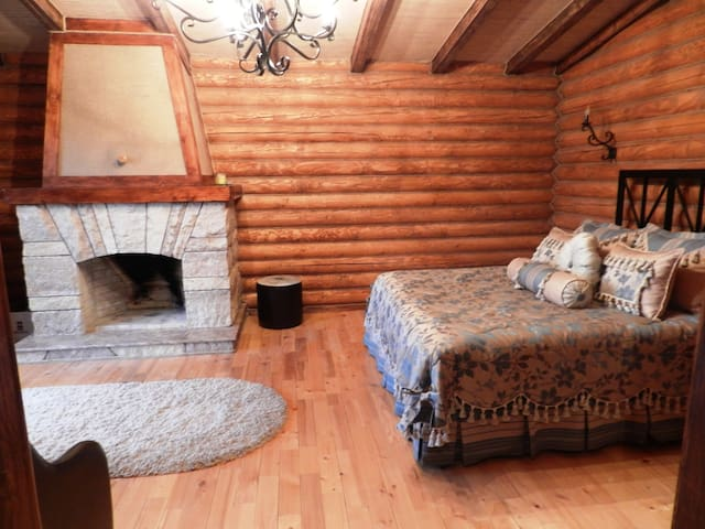 Junior suites in log cabin - Geghadir - Aamiaismajoitus
