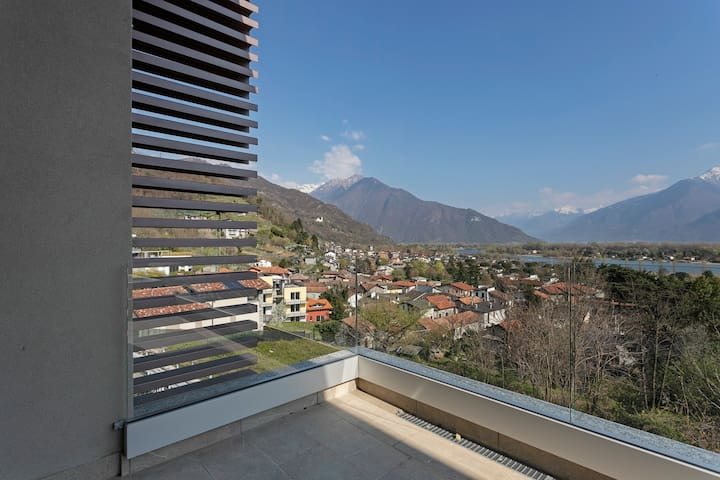 Modern apartment w/ balcony overlooking Lake Como & the mountains!