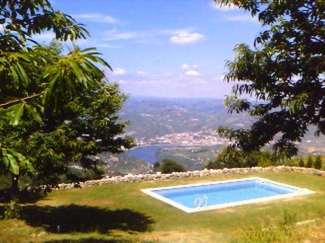 Wood Chalé with private pool - Lamego - Almhütte