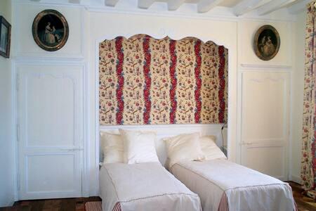 3 lits simples dans la chambre