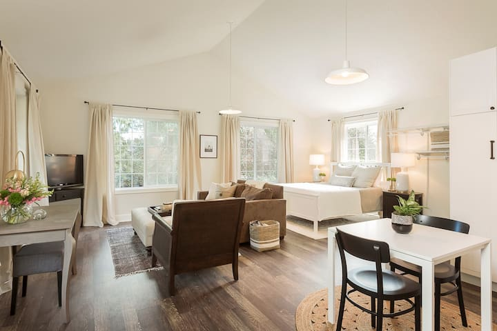 Lovely Studio/Guesthouse in Lake Oswego - Lake Oswego - Chambre d'hôtes