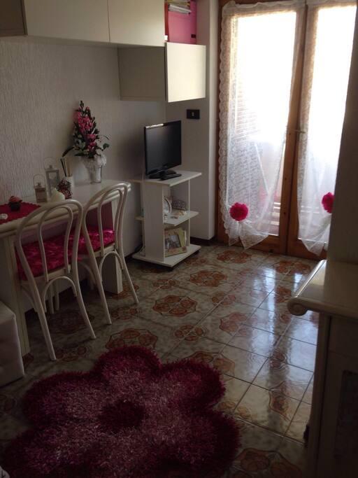 Salottino con divano letto/ living room with bed sofa