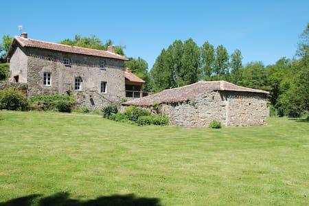 Beau gîte à 25 kms du Puy de Fou - Saint-Pierre-des-Échaubrognes - Dům