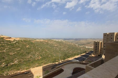A FRESH HUGE APT WITH A VIEW IN RAWABI, PALESTINE - 아파트