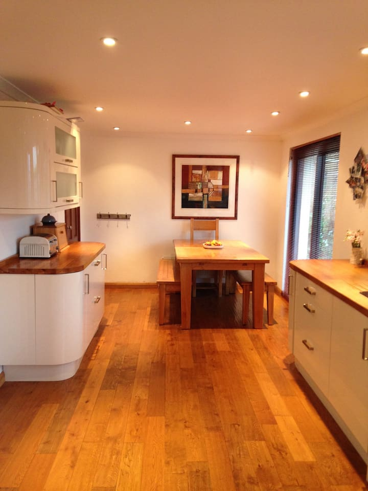 Large kitchen diner- modern, bright, over looking south facing garden