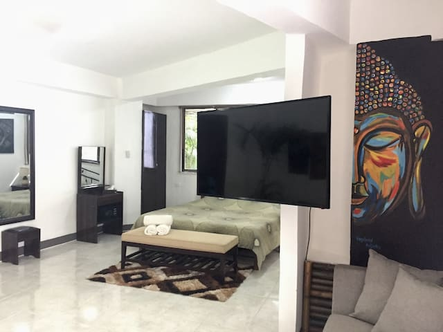 Boracay White Beach Apartment  MR. AYNAKO B29