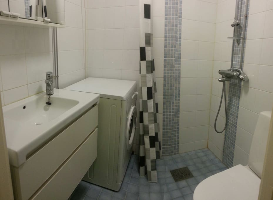 Putkiremppa tehty äskettäin, joten wc tilat on kunnossa...