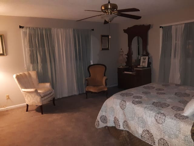 Rock'n'Rose Horses & Hospitality. 1or2 guest suite
