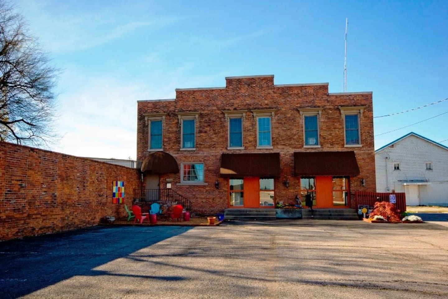 The 1860's Building was originally built by Anheuser Bush as a Beer Depot