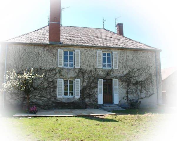 Le Gite du Domaine des Hauts de Cluny - La Guiche - Hus