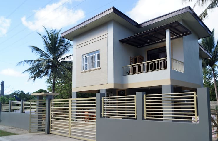 JimmyDi Sweet Home, 5 minutes to downtown Daet.