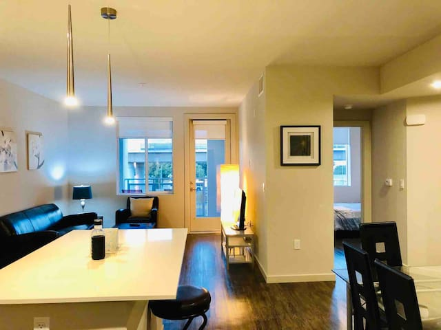 Lux 2BR/2BA with pool in central Silicon Valley