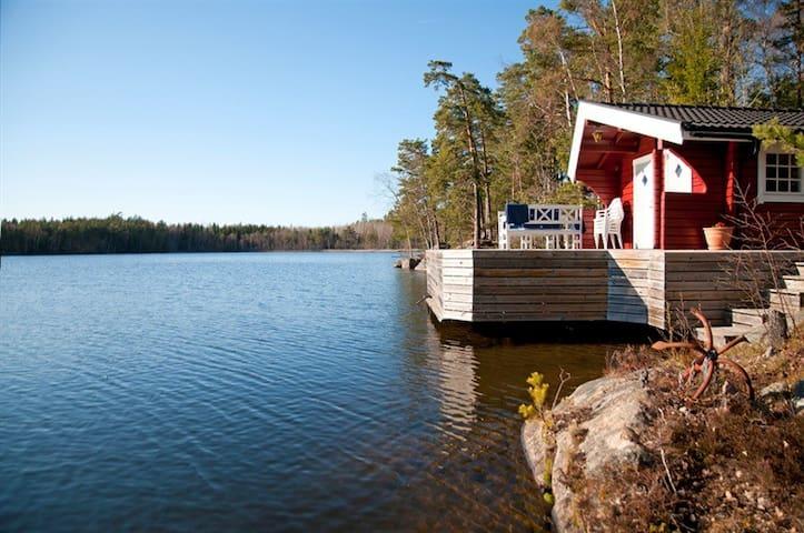 Idyllic lakefront 3-home getaway 30 min from Sthlm - Österåker V - Casa