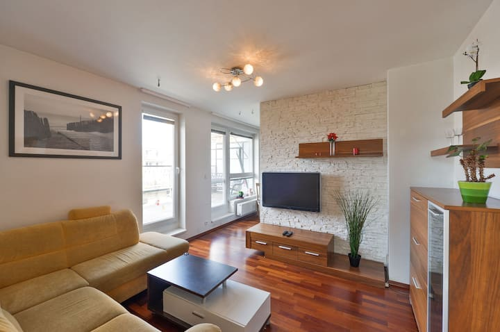 Super Family Apartment 15min from Center
