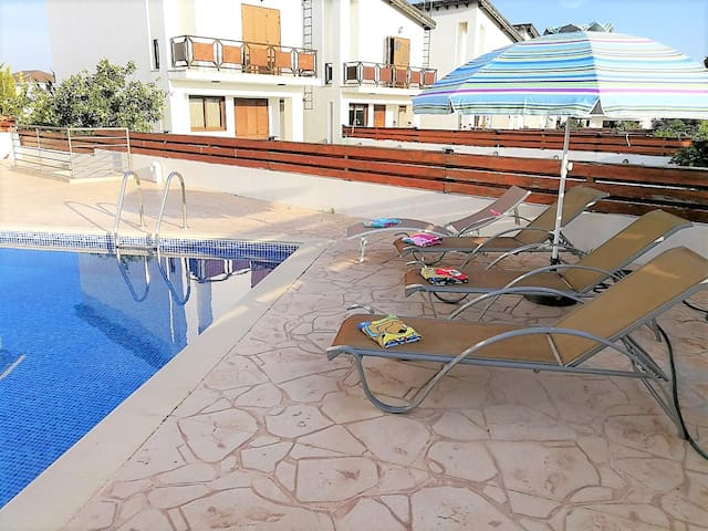 3-BDR villa at a walking distance to the beach